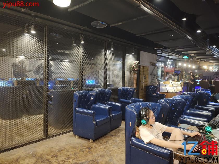 解放碑正中心带独立观光电梯网咖转让