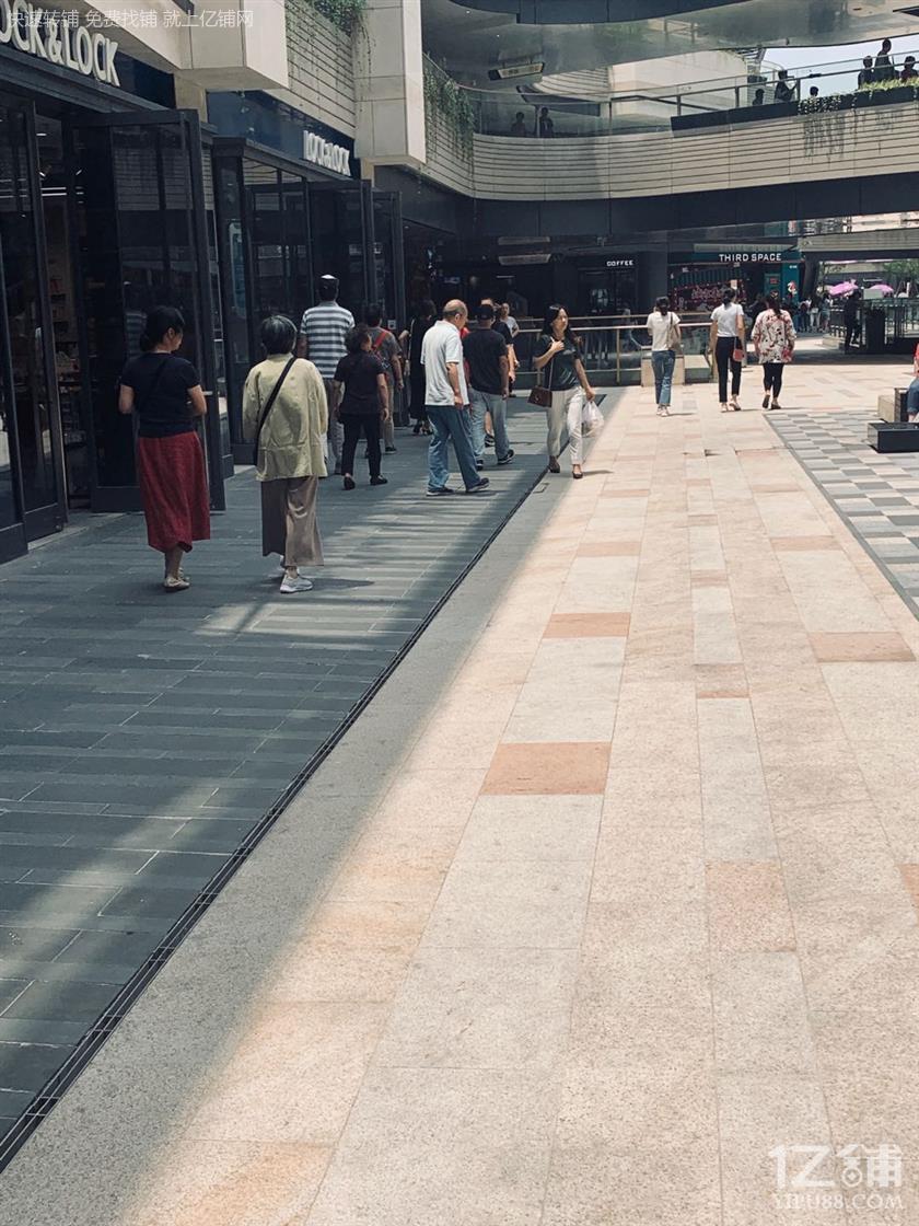 闵行区成熟商圈沿街商铺招租 人流大位置好 执照齐全