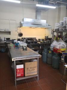 宽大干净商业厨房