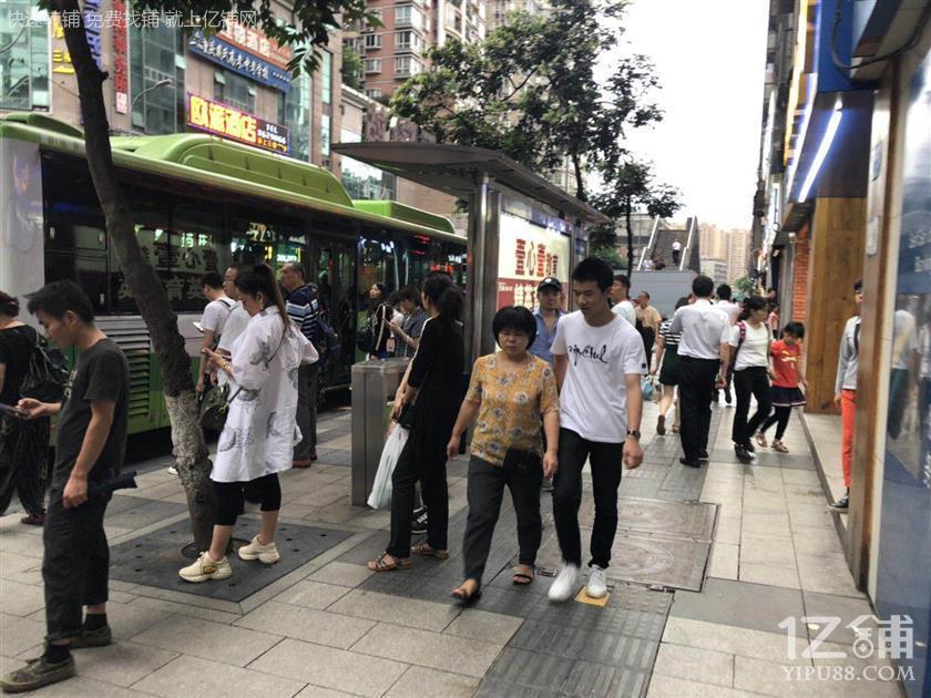 步行街公交车站20㎡小吃店转让