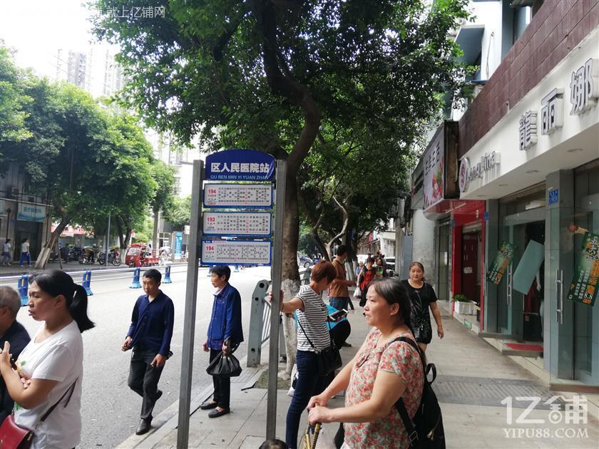 公交车站人流量大绝佳好位置急转