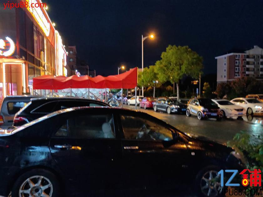 十字路口临街70㎡超市转让(可空转)