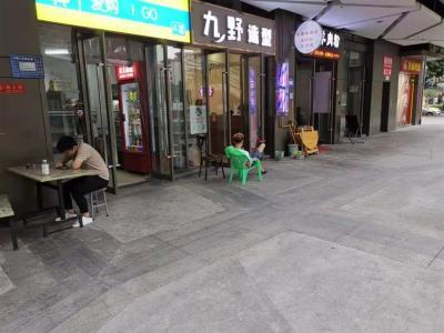 江北轻轨站出口90㎡便利店5.8万急转(可空转行业不限)