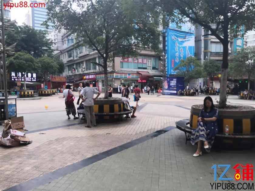 小区门口+餐饮街50㎡旺铺转让!!
