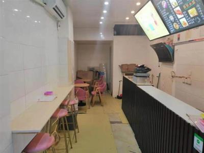 公交车站旁冷饮店4.5万转让!(行业不限)