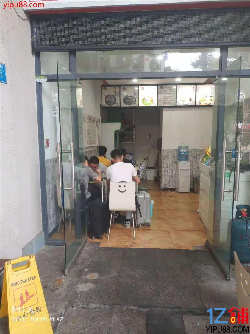 大型社区门口餐馆4.8万转让(行业不限,可外摆)