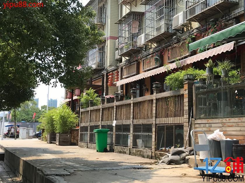 长沙大道大桥社区入口400㎡餐饮店转让(可空转)