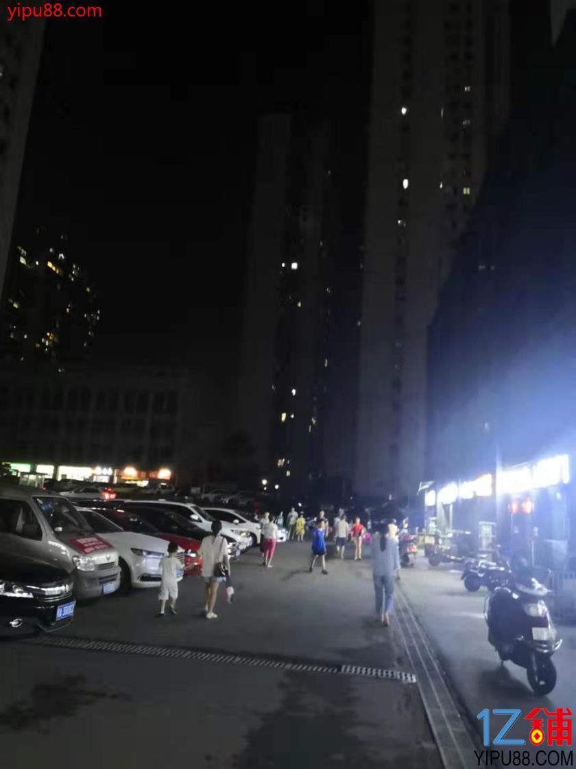麦德龙大型商场旁70㎡品牌冷饮店转让(可空转)!