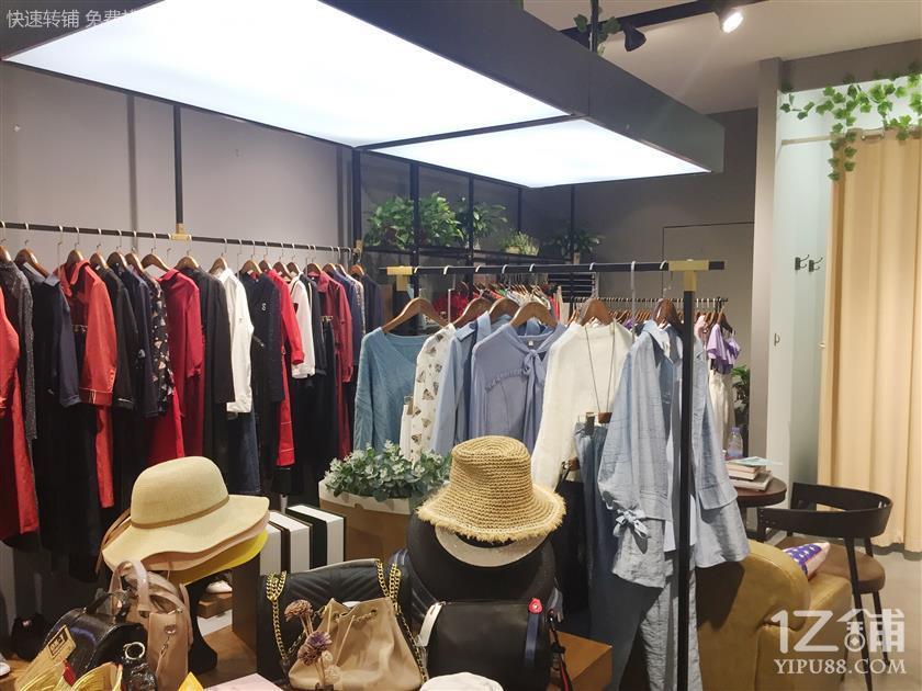 众多中高档小区临街60㎡双门头服装店转让(可空转)