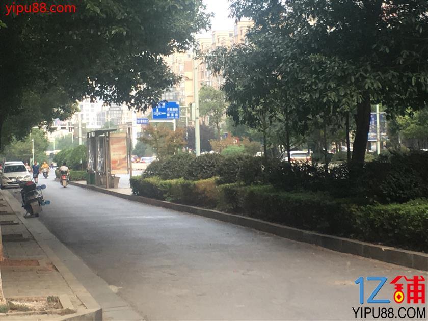中高端小区临街精装修50㎡空门面转让(无行业限制)