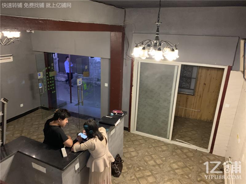 大学城大学门口100㎡奶茶小吃店转让(无行业限制)