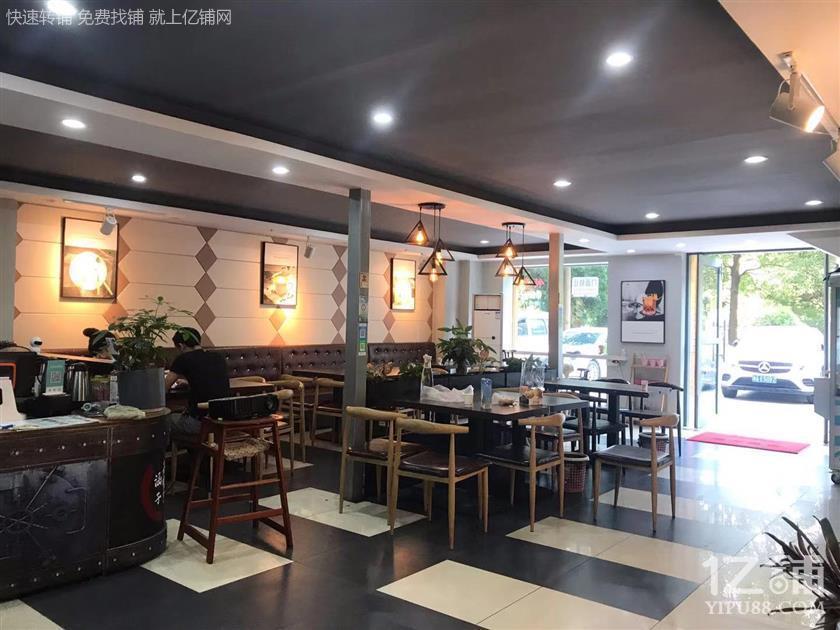 众多高档小区临街200㎡精装修茶餐厅转让停车方便!