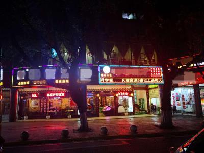 杨家坪商圈餐饮一条街临街餐饮、茶楼转让(可单可整)