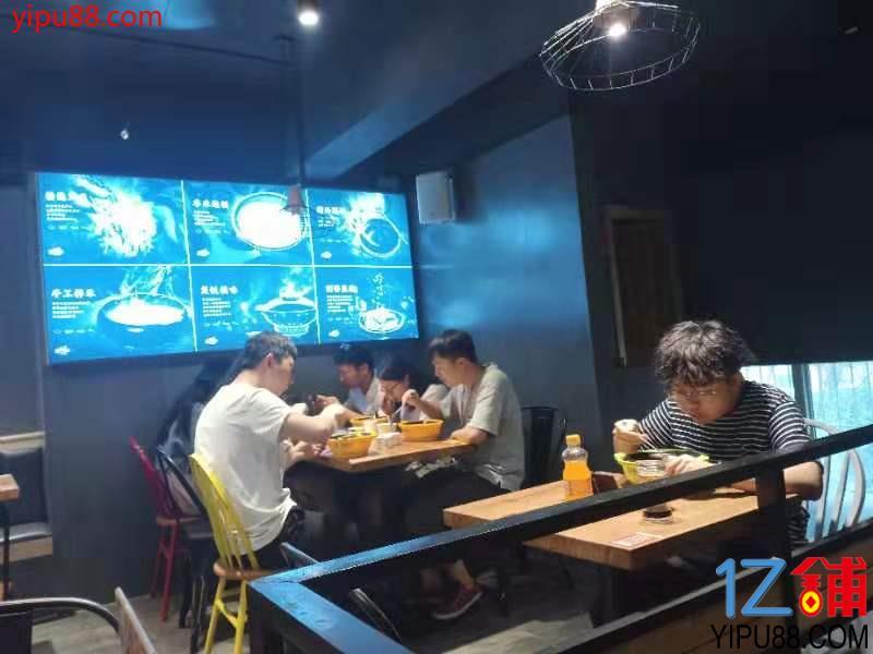 三湘大市场商业街68㎡品牌煲仔饭优价转让