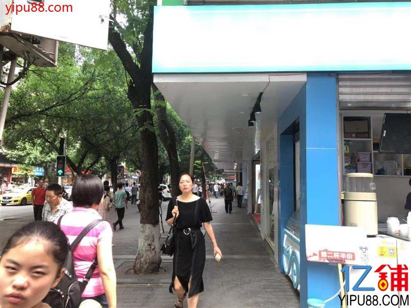 十字路口步行街小吃门面转让(超大人流)