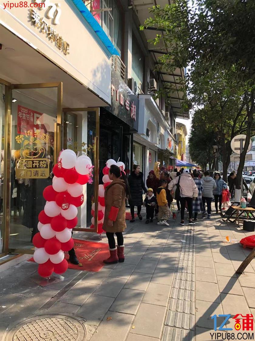 温江  T字路口 商业街  品牌一条街 双开间 店铺转让(可空转)
