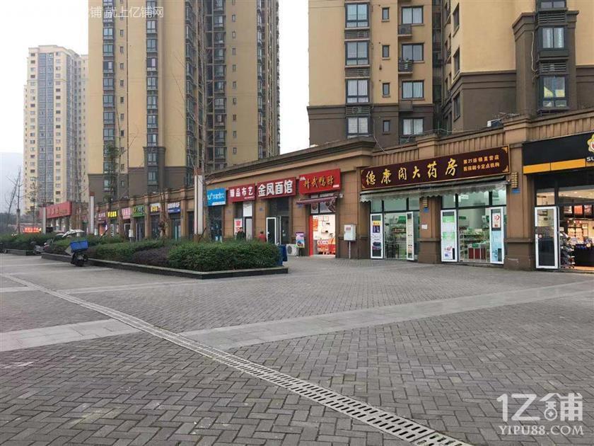 地铁站小区大门口第一个门面出租