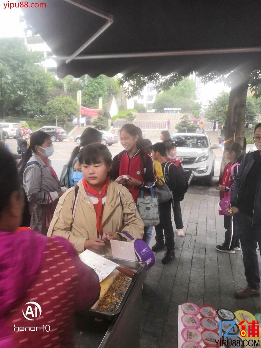 小区门口+学校对面旺铺转让、可外摆