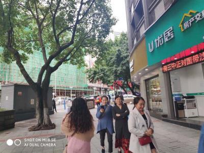 步行街+商圈旺铺白菜价转让!(无行业限制)
