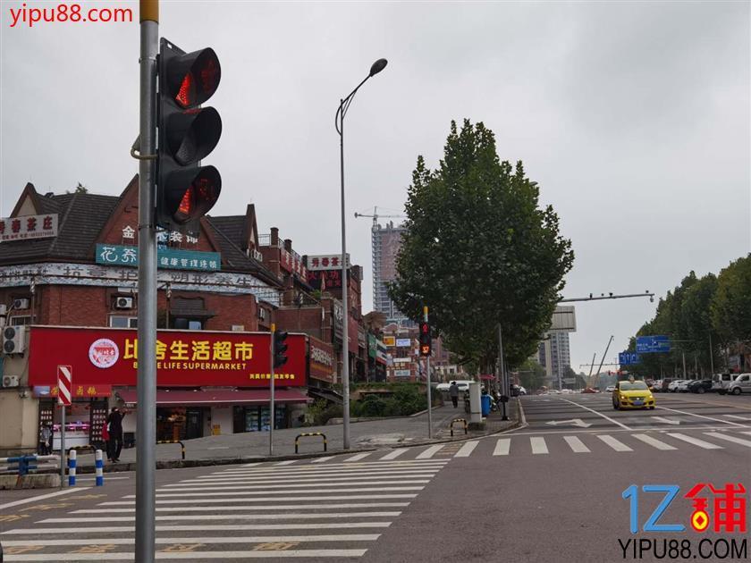 商业街十字路口旺铺急转(可升级为餐饮,带后花园)