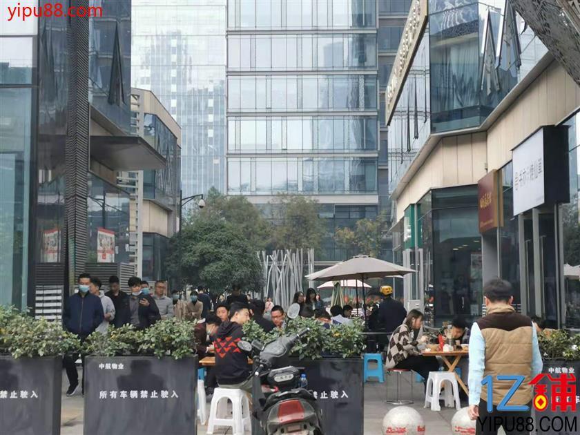 南门  170平米  适合中餐、快餐、特色餐饮铺子转让【众多写字楼围绕】