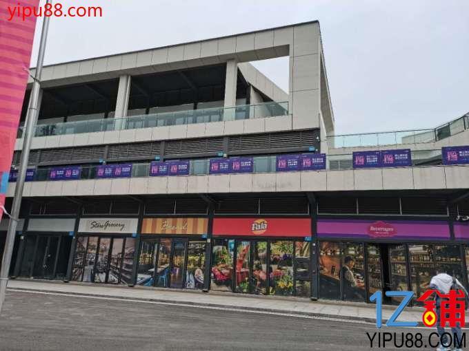 壁山CBD核心十字路口位置学校公交车站旁