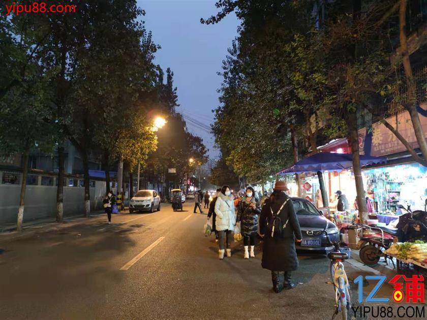市中心  小区门口盈利餐饮店转让(带天然气)