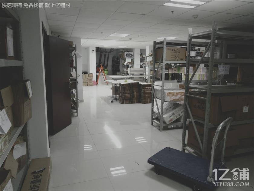 昆明市滨江俊园20栋一层仓库出租