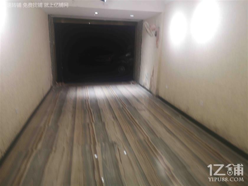 低价门面转让甲秀楼对面观水巷1楼临街门面70平方米
