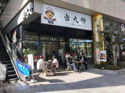树木岭综合商场出入口33 ㎡品牌小吃店转让!(可空转)