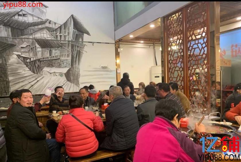 万人社区餐饮店转让(三通)