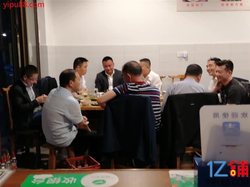 临街大坝子门面转让(三通)