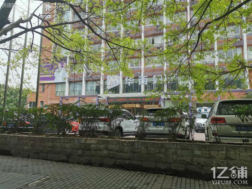 医院旁边170平餐饮店0转让费急转,只收天然气费