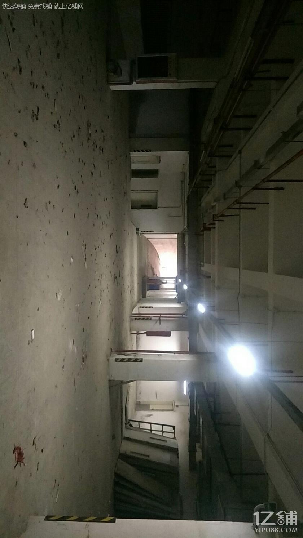 独栋临街双向六车道带地下两层停车场