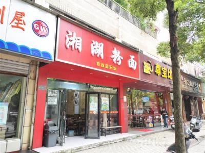 多个小区中心175㎡临街餐饮店低价转让!