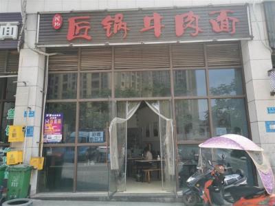 大型工厂加小区门口80平餐馆转让(带天然气)