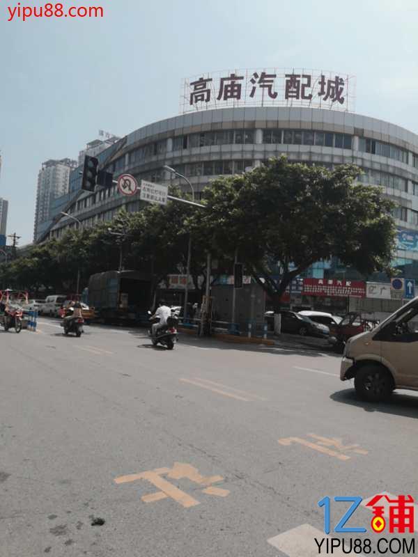 公交车站+十字路口盈利餐饮转让
