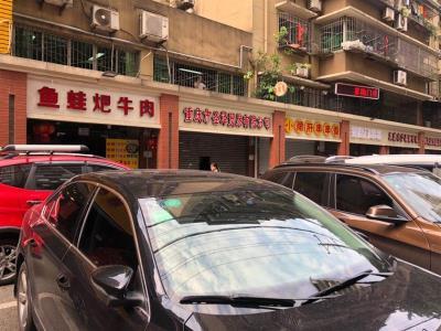 大型社区130㎡餐饮店低价转让(三通)
