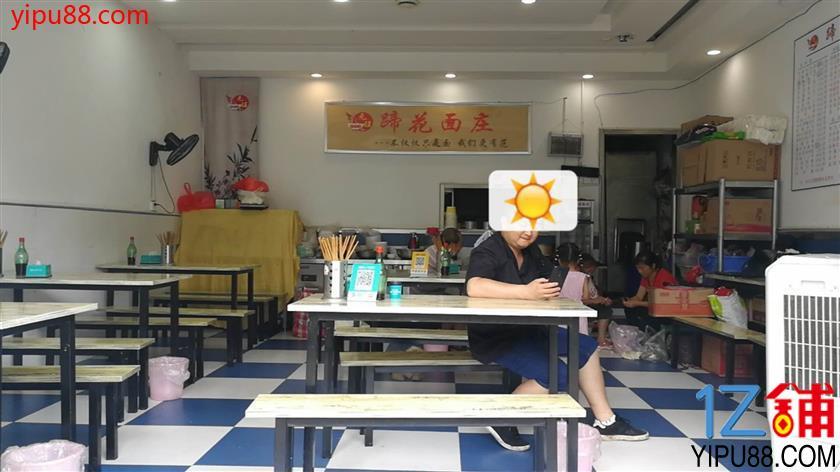 临街盈利餐饮店急转一口价3万转让(行业不限)