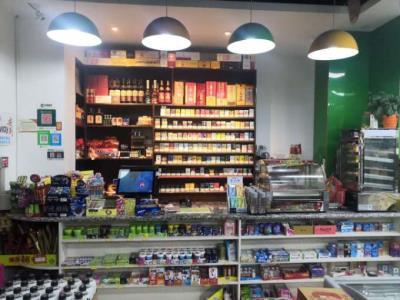 武侯区、小区底商+4S店出入口对面 超市转让(带烟草证)