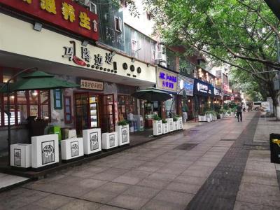 大门头餐饮店铺转让(10方天然气,带外摆)