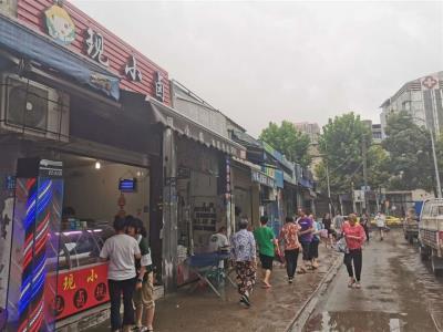 菜市场门口30平卤菜店转让(可空转)