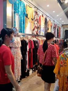 渝中区陕西路12平米服装店