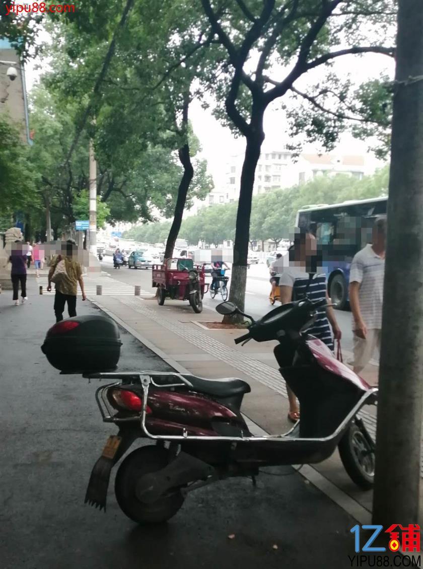 地铁公交站旁主路临街25㎡旺铺优价转让(公家门面生意转让)