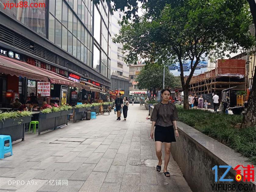 南坪步行街中心和美食一条街45平米低价转让