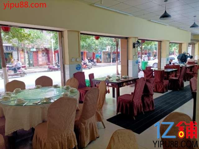 餐厅急转全新装修设备齐全接手可经营