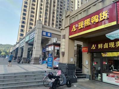 (可转租)河西最大社区出入口30㎡小吃店转让!