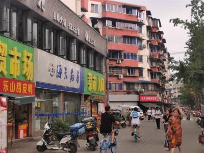 成华区、建设路公交站旁卤熟食店转让(带外摆)