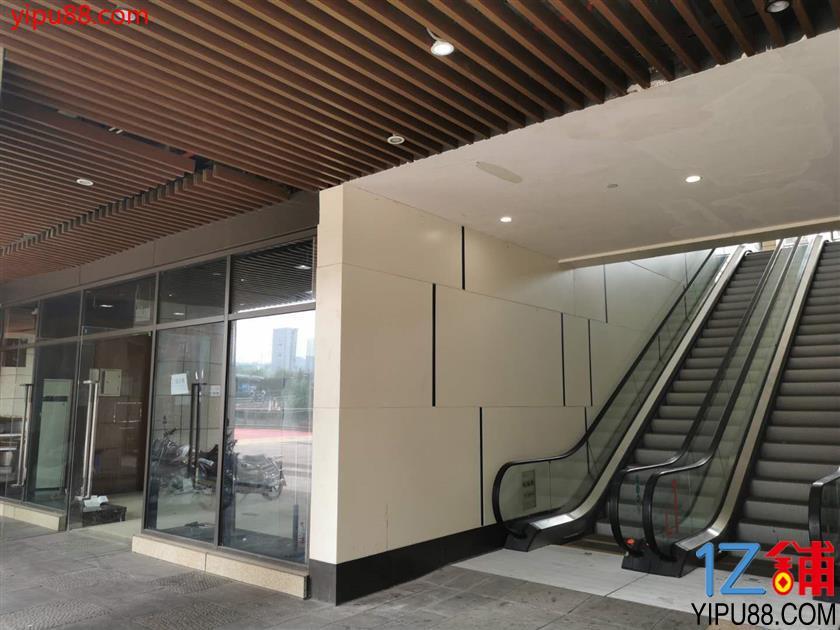 茶园核心商业区面积30平,房租3500,直接出租