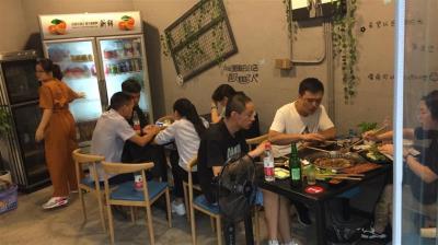 大型社区60㎡餐饮店转让(带外摆)